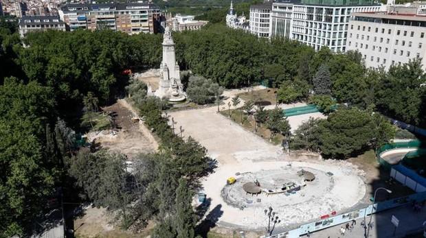 Las obras de la plaza de España, ya empezadas, que fueron paralizadas por Patrimonio el pasado miércoles