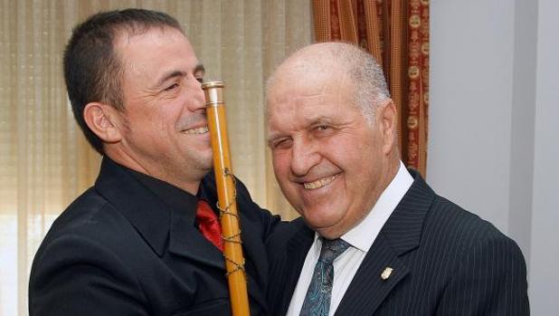 José Luis Seguí, el alcalde más veterano de España, con la vara de mando en Almudaina, este sábado