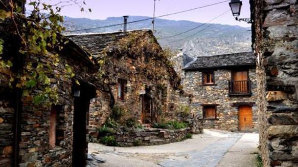 Imagen de Valverde de los Arroyos, ubicado en la ruta de los Pueblos Negros de Guadalajara