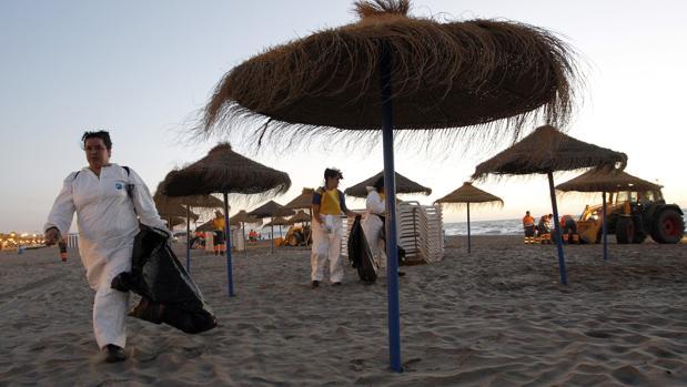 Imagen de archivo del día después de la noche de San Juan en la playa de las Arenas de Valencia