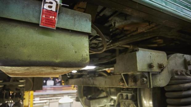 Etiqueta advirtiendo de la presencia de amianto en un tren de Metro