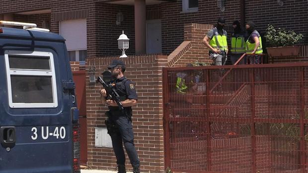 La Policía en un chalé de Algete (Madrid) de uno de los detenidos