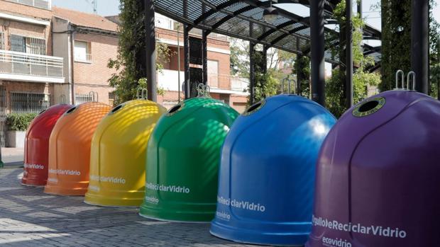 Contenedores de colores que Ecovidrio ha colocado por Alcalá de Henares, Leganés y Móstoles