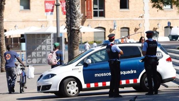 Imagen de archivo: agentes de los Mossos d'Esquadra en Barcelona