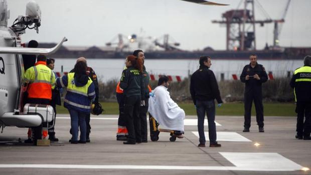Salvamento Marítimo rescata a tripulantes en la costa de Navia