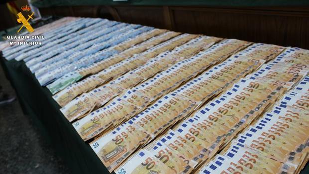 En los registros practicados a los miembros de esta banda se les han intervenido casi 50.000 euros en efectivo