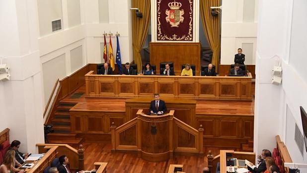 Emiliano Garcia-Page durante su intervención en la segunda jornada del debate de investidura