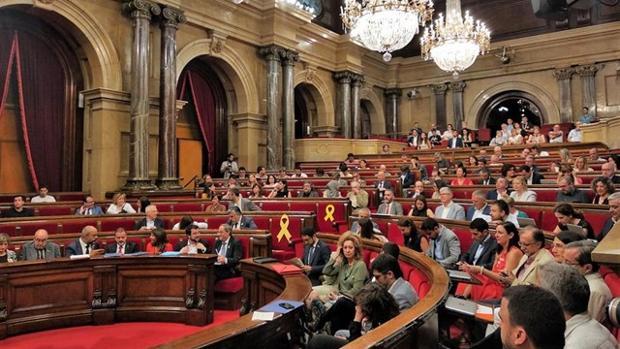 Pleno del Parlament, en el que este miércoles han debatido la convocatoria de una cumbre sobre el cambio climático.
