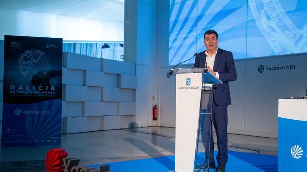 El Conselleiro de Cultura y Turismo, Román Rodríguez, durante la presentación en el Gaiás