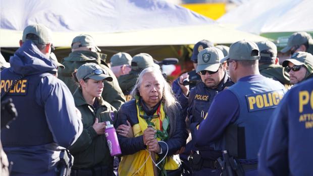 La policía arresta a manifestantes contra el TMT en Grantest