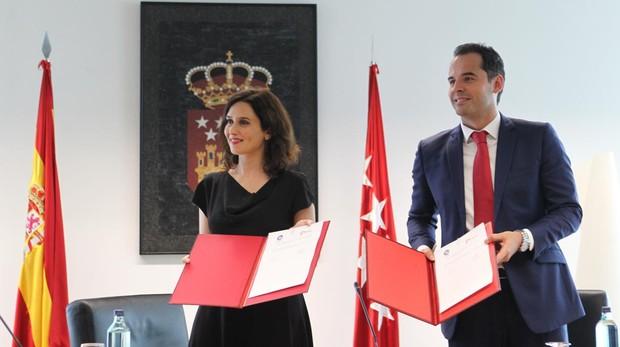 Ayuso y Aguado, el 8 de julio, en la firma del pacto PP-Cs
