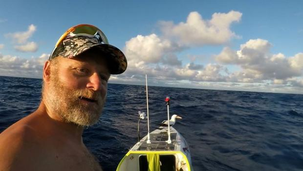 El vallisoletano Antonio de la Rosa, a mitad de trayecto de conseguir la  proeza de recorrer a remo el Pacífico