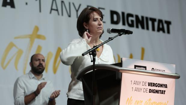 Elisenda Paluzie, vicepresidenta de ANC, durante el acto protesta «1 año de verguenza, 1 año de dignidad», organizado por Omnium y ANC