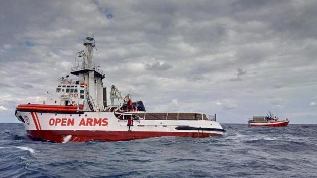 El Open Arms agita el fantasma del motín en el barco para presionar a  Italia, Malta y España