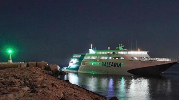 El ferry que ha quedado encallado en Dénia
