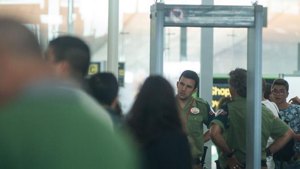 Imagen de la huelga en 2017 de los vigilantes de la empresa Eulen en el Aeropuerto de El Prat