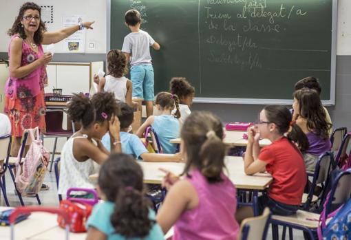 Alumnos en clase en un colegio de Valencia