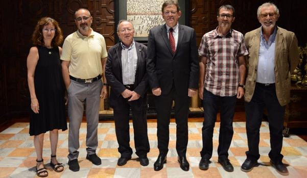 Imagen de la junta directiva de ACPV junto al presidente valenciano, Ximo Puig, en el Palau de la Generalitat