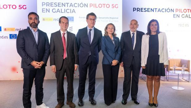 Foto de familia en la presentación del proyecto «Piloto 5G en Galicia», ayer en Vigo