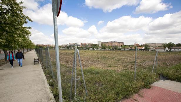 El nuevo cuartel se va a levantar entre las avenidas de Coronel Baeza y Mas del Rivero, en los terrenos de la Vega Baja