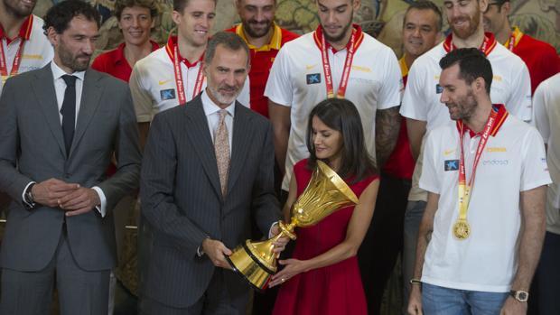 El Rey, a los campeones: «Nos hacéis sentir muy orgullosos; con todo el país...