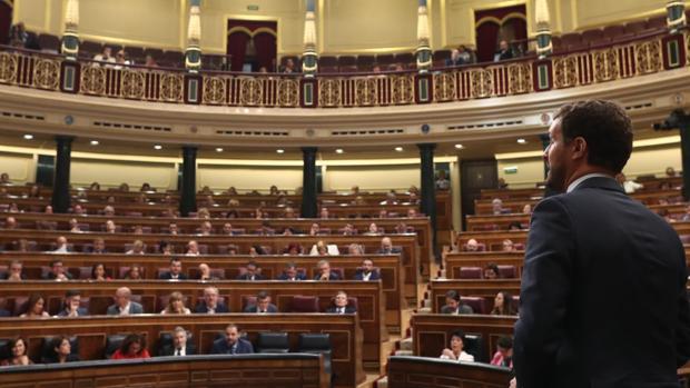 Pablo Casado, durante una sesión de control al Gobierno en funciones en el Congreso