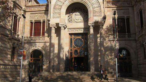 Fachada de la Audiencia de Barcelona, donde hoy martes cha comenzado el juicio contra el imán