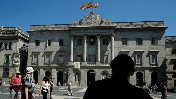 Fachada del Ayuntamiento de Barcelona, con el lazo amarillo