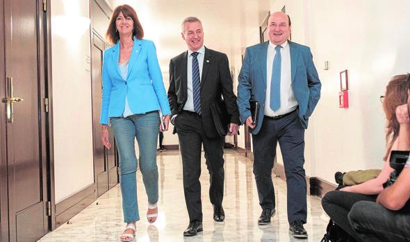 Idoia Mendia, Iñigo Urkullu y Andoni Ortuzar