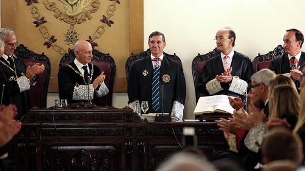 Brigidano, en el centro, recibe el aplauso del público