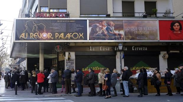 Colas en el cine Palafox, antes de su cierre en 2017