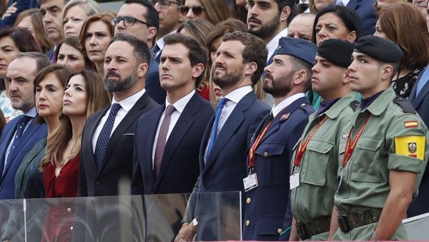 Santiago Abascal, Albert Rivera y Pablo Casado, en el desfile de la Fiesta Nacional