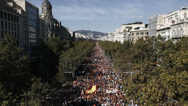 Miles de manifestantes en paseo de Gracia, este domingo