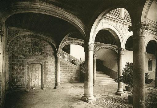 Escalera de Covarrubias, antes del incendio