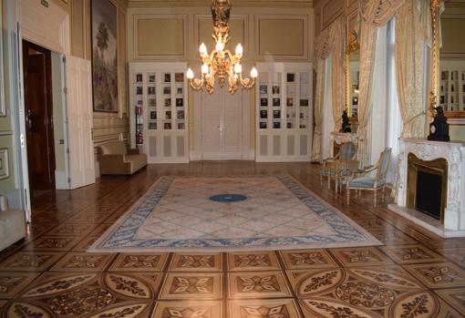 El salón de baile conserva un precioso suelo de madera