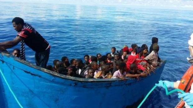 Llegan dos pateras con más de cien inmigrantes a Canarias