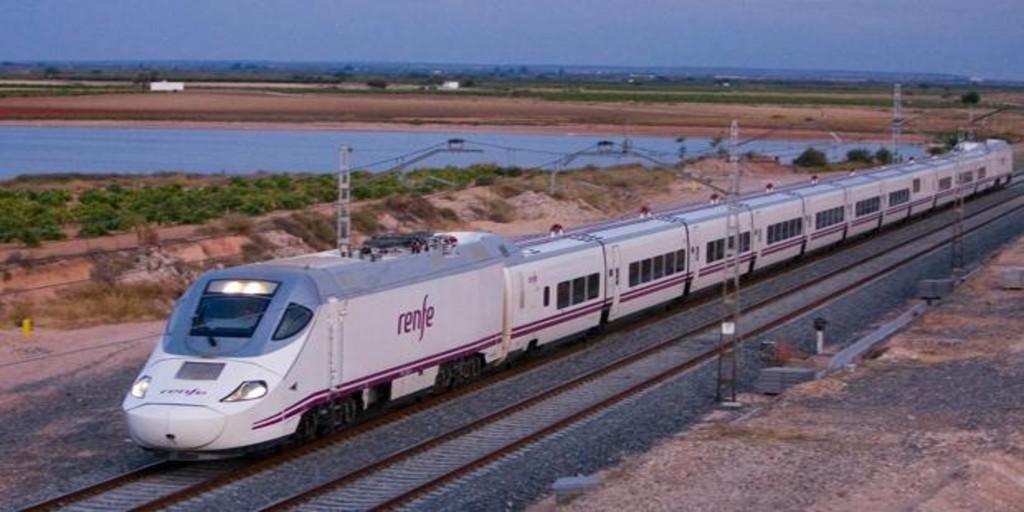 Los dos primeros trenes que acortan el viaje de Valencia a Barcelona llegan con retrasos
