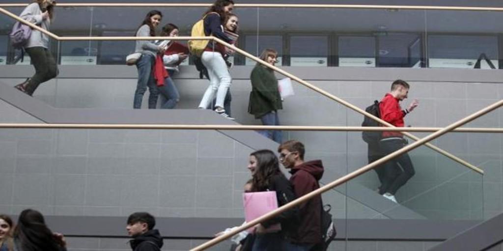 Una estudiante se vuelve viral tras cargar el Satisfyer en la biblioteca