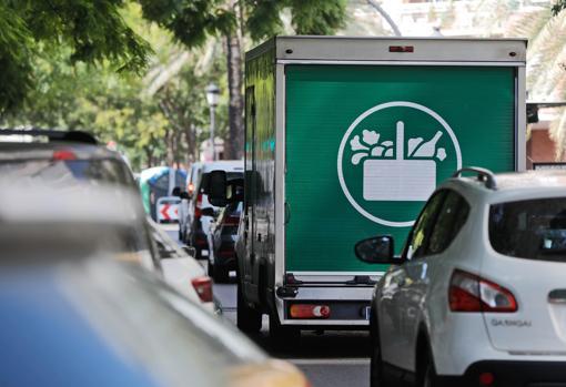 Imagen de uno de los camiones eléctricos que emplea Mercadona para el reparto a domicilio