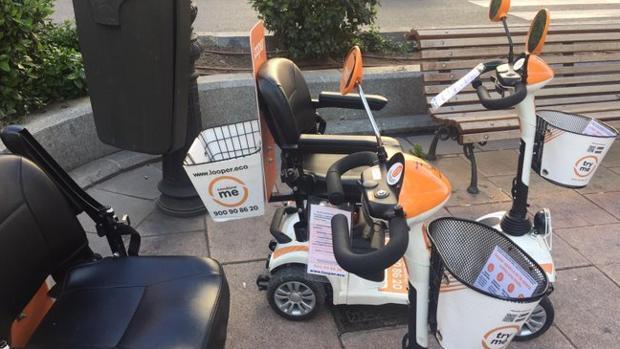 Las sillas a motor: el nuevo quebradero de cabeza para el Ayuntamiento al  operar sin licencia en Madrid
