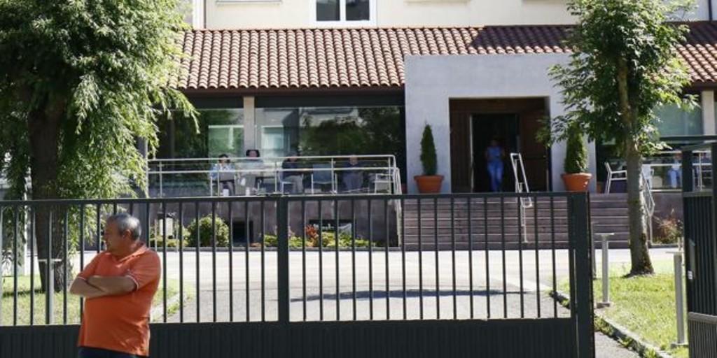 Polémico desalojo de una residencia de Vitoria para acoger a pacientes de Covid-19: «Merecemos respeto»