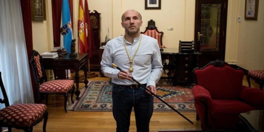 El alcalde de Orense renuncia a un 30% de su sueldo por la pandemia: «No miro para otro lado»