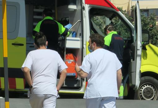 Imagen de unos sanitarios tomada en el Hospital General de Alicante