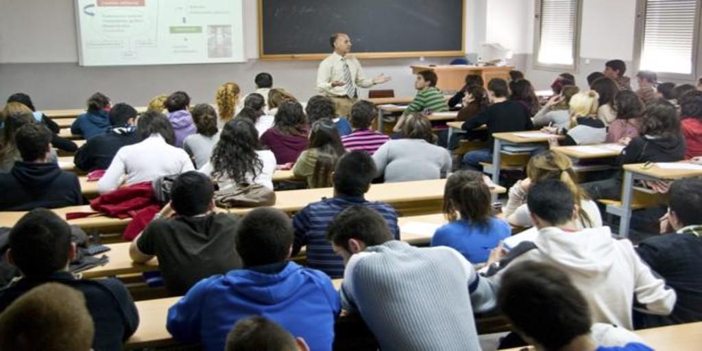 Castilla y León destina un millón de euros en becas para 1.795 universitarios Erasmus