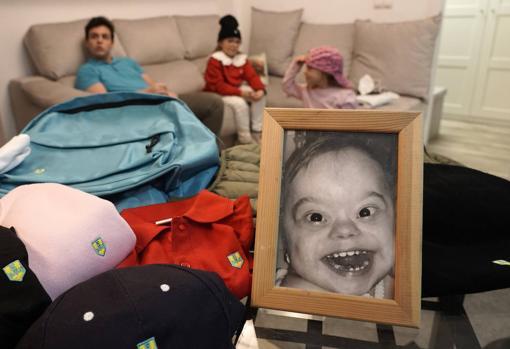 Imagen de algunos de los productos de la marca junto a la foto de Matías, fallecido en 2018