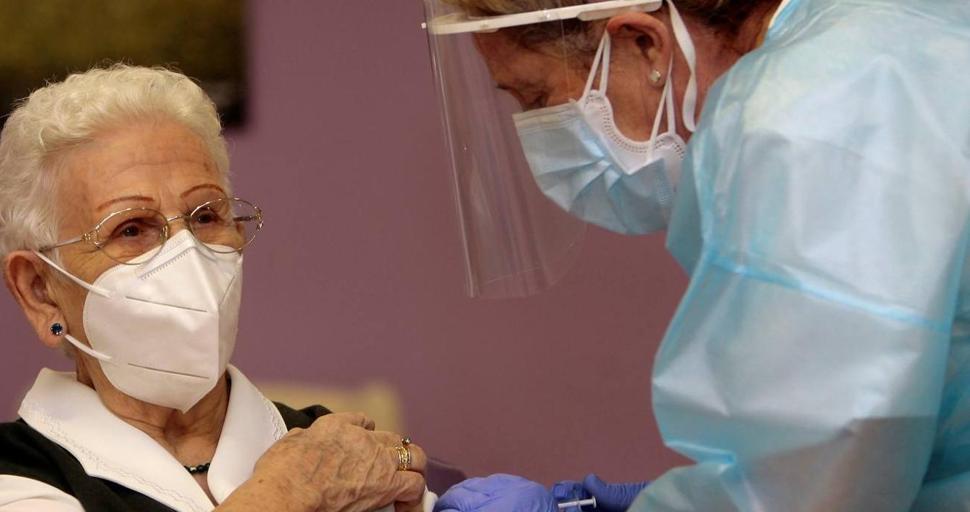 Araceli Hidalgo, la primera vacunada de Covid-19 en España, recibirá este lunes la segunda dosis