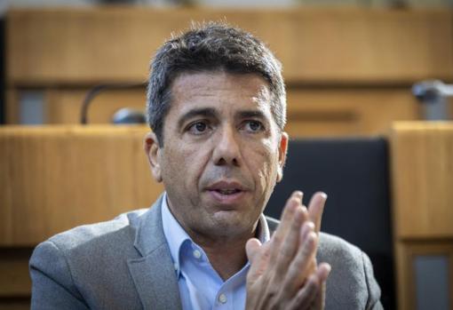 El tambien presidente del PP en la provincia de Alicante, en el salón de Plenos de la Corporación provincial