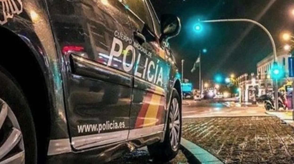 Un vehículo de la Policía Nacional en una intervención nocturna
