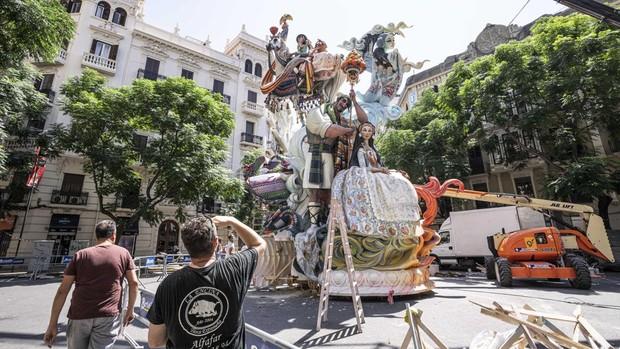 Imagen de la plantà de uno de los monumentos en Valencia para las Fallas 2021