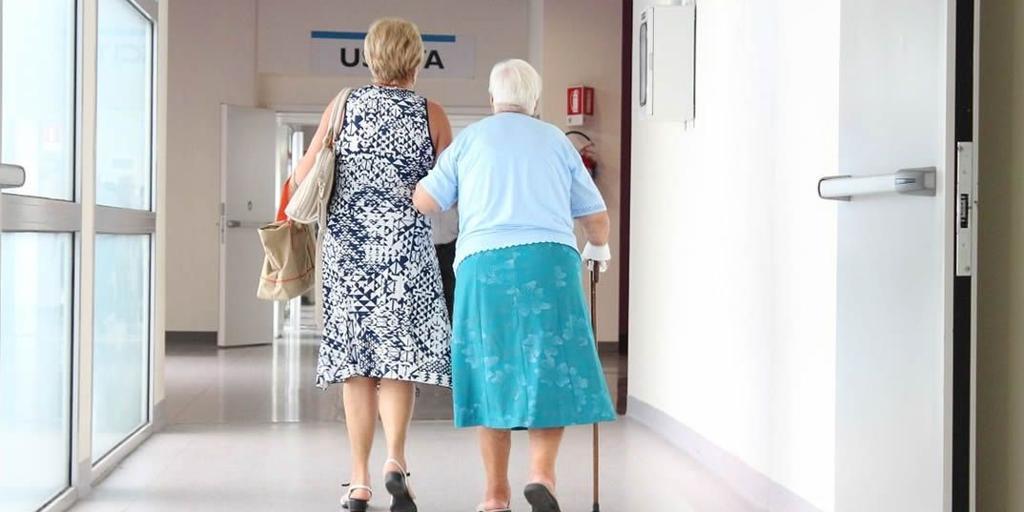 Los residentes de centros de mayores de Castilla-La Mancha comenzarán a recibir la tercera dosis de la vacuna en tres semanas